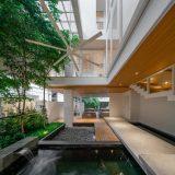 Mẫu thiết kế biệt thự đẹp có hồ cá đơn gian tinh tế.